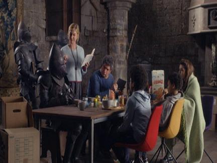 La famille Otis prend son petit déjeuner en compagnie des chevaliers.