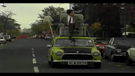 Mr Bean conduit un fauteuil