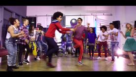 Joan & Ze Boîte à Zik : le clip de la chanson Music