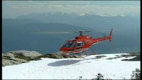 En hélicoptère