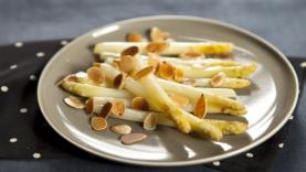 Poêlée d'asperges blanches aux amandes grillées