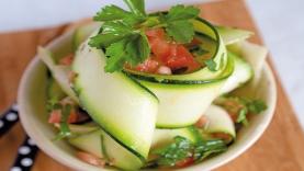 Tagliatelles de courgette, sauce tomate crue