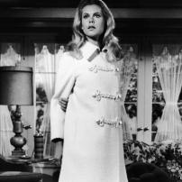 Ma Sorcière Bien Aimée - Samantha en manteau blanc