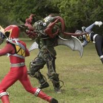 Power Rangers Dino Super Charge - A l'attaque