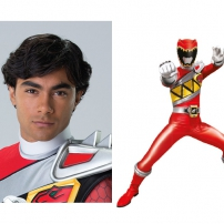 Tyler, le Power Ranger Dino Charge rouge