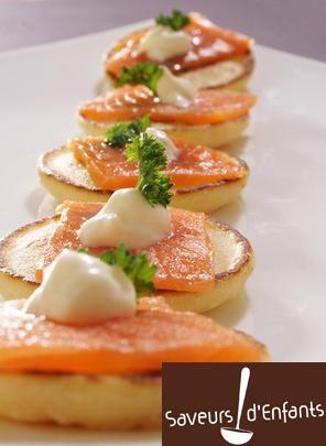 Mini blinis au saumon fum les produits de saison l - Cuisine comme un chef ...