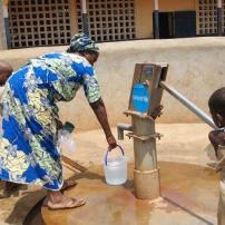 Pompes à eau la nuit de l'eau de l'Unicef 2016