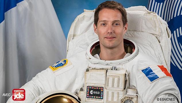 Comment font les astronautes pour prendre une douche, dormir, faire du sport...
