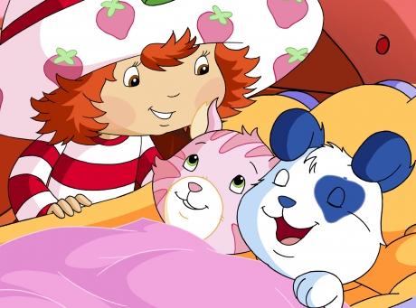 Charlotte aux Fraises en train de coucher Pralinette et clafoutis